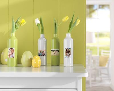 Mit Fotovasen lässt sich die Ostertafel besonders dekorativ gestalten