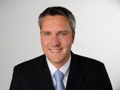 Prof. Dr. Klaus Mühlbäck lehrt an der ISM München in den Bereichen Internationales Sportmanagement sowie Strategisches & Interkulturelles Marketing.
