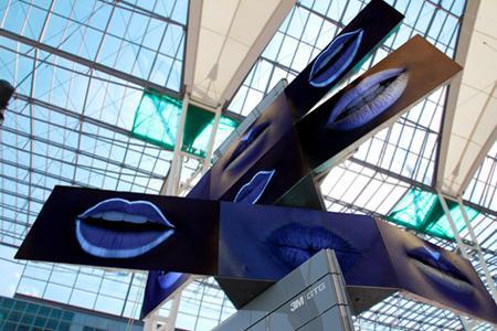 3M GTG MetaTwistTower auf dem MAC-Forum am Flughafen München; im Formatübergang mit Audi-Clip