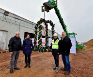 Topping out ceremony in Meerane: the building work on the logistics warehouse forges ahead