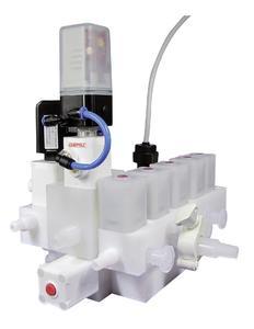 GEMÜ multi-port valve block made of plastic with valves from the iComLine® series