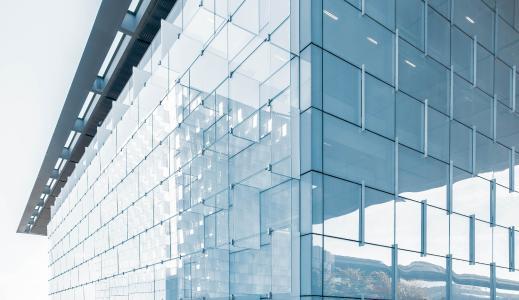 """Der VDI-Zertifikatslehrgang Fachingenieur Gebäudeautomation widmet sich Smart Buildings"" / Bildquelle: ""Joel-Filipe/unsplash"""