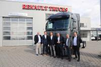 V.l.: Jens Bahrmann (Int. Key Account Manager Renault Trucks Deutschland), Jochen Munzert (Director Vehicle Sales Renault Trucks Deutschland), Prof. Dr. Dirk Engelhardt (Vorstandssprecher BGL), Gunnar Persson (Geschäftsführer WGL), Joachim Schürmann (Nat. Key Account Renault Trucks Deutschland), Michael Schweidler (Vertriebsleiter Renault Trucks Rhein-Main)