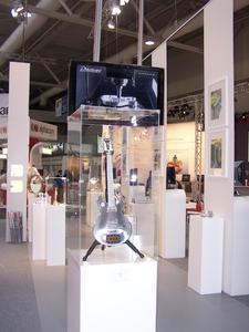 Die Gitarre ist eines von den Ausstellungsstücken, die OPEN MIND auf der Messe zeigt, Bild: OPEN MIND