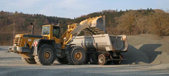 Der BAG hat seine Kontrollen auf Bundesstraßen und Autobahnen verstärkt. Wer jetzt noch seine LKW mit ungewissen Gewicht fahren lässt, risikiert auch den eigenene Führerschein!