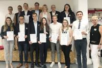 Förderer und Geförderte des Deutschlandstipendiums zusammen mit Hochschulvertretern zur Feierstunde an der Hochschule Weserbergland.