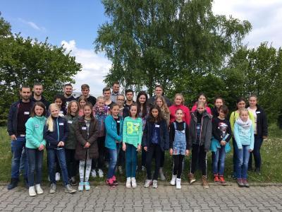 Von der Technik begeistert: 21 Schülerinnen schnupperten am Girls'Day bei SMC in typische Männerberufe. Fotos: SMC Pneumatik GmbH