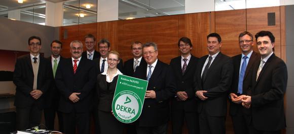 Erweiterung der Explosionsschutzkompetenz von HAVER & BOECKER: Feierliche Übergabe der DEKRA-EG-Baumusterprüfungzertifikate Ende Dezember 2011 in Oelde