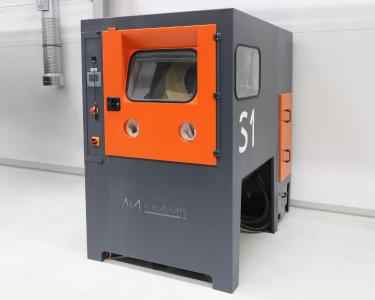 The new S 1 system AM Solutions – 3D post processing technology for the automated de-powdering and cleaning of 3D printed plastic components ensures that OECHSLER fulfills all requirements for repeatability of the processing results, traceability and cost-efficiency.  Image courtesy: OECHSLER