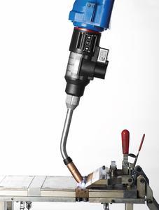 Frontpull 8i lite, einer der neuen Brenner mit prozessnaher Drahtförderung für Prozessarmroboter