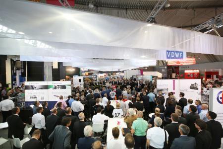VDWF-Jubiläumsfeier auf der Moulding Expo in Stuttgart – der baden-württembergische Ministerpräsident Winfried Kretschmann hielt die Laudatio.