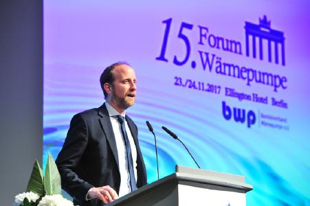 BWP‐Geschäftsführer Dr. Martin Sabel bei der Eröffnung des Forums Wärmepumpe 2017 im Berliner Ellington Hotel