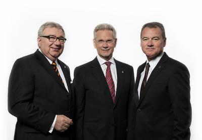 Der Gesamtvorstand der WITTENSTEIN AG (von links nach rechts): Vorstandsvorsitzender Prof. Dr.-Ing. Dieter Spath, Dr.-Ing. E.h. Manfred Wittenstein, Karl-Heinz Schwarz