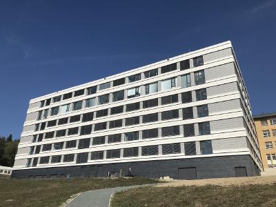 Der Neubau mit einer Nutzfläche von rund 5.000 m2 ist der erste Bauabschnitt zur Sanierung und Erweiterung der Klinik Naila / Bild: Hitzler Ingenieure