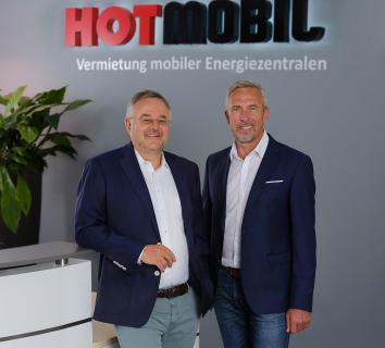 Seit 01.08.2020 bilden Bernd Becherer und Uwe Kettner die neue Doppelspitze der Hotmobil Deutschland GmbH, dem Vermietungsspezialisten für mobile Energiezentralen / Bildquelle: Hotmobil Deutschland GmbH