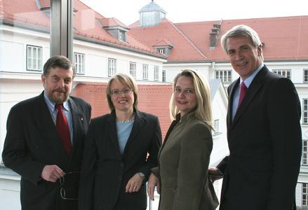 Rektor Kern und Vizerektorin Pellert gemeinsam mit der neuen Vizerektorin Hanna Risku und Vizerektor Jürgen Willer (Foto: Donau-Universität Krems)