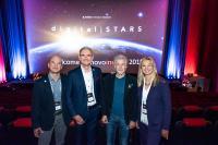 """Großes Kino für die """"Digital Stars"""" bei der novoinsight 2019 - von l. n. r.: David Spaeth (Moderation), Markus Rohmeyer (CPO novomind AG), Frank Schätzing (Bestsellerautor, Keynote Speaker), Sylvia Tantzen (CMO novomind AG)"""