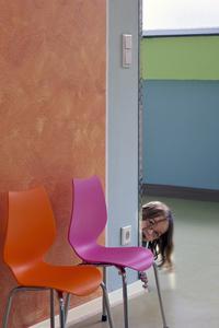 Das ganzheitliche Farbkonzept des Caparol-FarbDesignStudios schafft für die Kinder im Kidstreff eine Wohlfühlatmosphäre und angenehme Lernumgebung, (Foto: Caparol/Help & Hope)