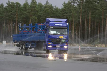 WABCO begrüßt EU-Ankündigung die Ausrüstung mit elektronischer Stabilitätskontrolle (ESC) für Lkws und Busse vorzuschreiben