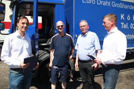BGL Hauptgeschäftsführer Prof. Dr. Dirk Engelhardt (rechts) gemeinsam mit dem SPD-Bundestagsabgeordneten Udo Schiefner (2.v.re.)  bei einer Fahrerbefragung auf dem Autobahnrasthof Frechen Nord