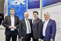 Gruppenbild auf der HMI 2019 / von links nach rechts: Stefan Hoppe - Präsident der OPC Foundation, Bernd Wieseler - Leiter des AIM-Arbeitskreises Systemintegration / Turck, Olaf Wilmsmeier - Mitglied des AIM-Vorstands / Harting, Matthias Damm - OPC-Foundation & AIM-Partner / ascolab