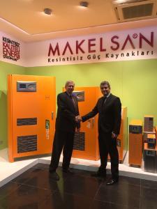 Partnerschaft besiegelt per Handschlag - Volker Pompetzki (U.T.E. Electronic) und Can Sahin (Makelsan)