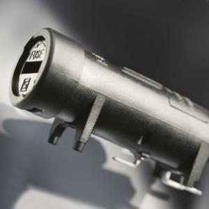 FPG7: SMD-Sicherungshalter neu mit Befestigungsstiften für mehr Stabilität