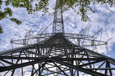 GridCheck stellt die Stromnetze dar, gibt darüber Auskunft und ermittelt Potentiale für die Integration von Erzeugungsanlagen und neuen Verbrauchern, wie E-Mobility, Speichern und Wärmepumpen, in bestehende Stromnetze