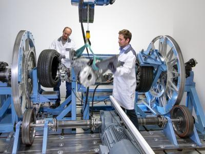 Der Bertrandt-Prüfstand liefert realitätsgetreue Ergebnisse hinsichtlich der Funktionalität und Langlebigkeit einer Pkw-Parksperre.