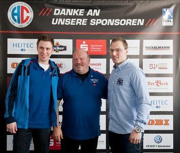 (Foto: hl-studios, Erlangen): Daniel Stumpf, Trainer Frank Bergemann und Martin Murawski, HC Erlangen