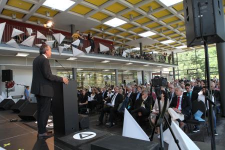 Wissenschaftsminister, Prof. Dr. Konrad Wolf, weiht vor geladenen Gästen den neuen Campus der Hochschule Kaiserslautern ein  (Foto: HSKL )