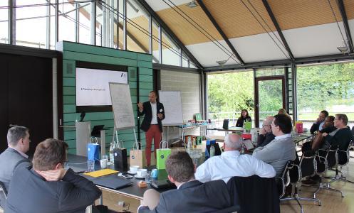 Vorstand & Chefanalyst Temel Kahyaoglu (The Group of Analyst AG) erläutert den Teilnehmern das Information Supply Chain Management