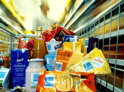 Mit Hilfe der gedruckten Elektronik wird es möglich sein, den Elektronischen Produkt-Code (EPC) auf nahezu allen Waren in einem Supermarkt anzubringen. Damit ließe sich jede einzelne Ware über die  gesamte Lieferkette hinweg verfolgen. © PolyIC