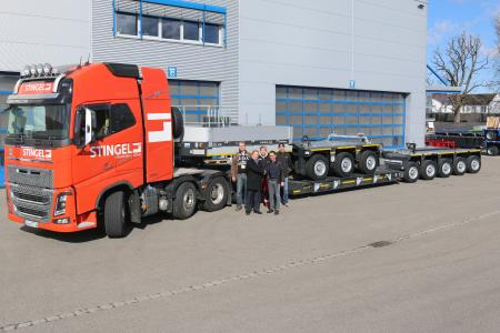 Happy to welcome the second Goldhofer XLE low loader for the Stingel fleet: (back row from the left) Jürgen Kögel (driver), Marc Leibold (service department) and Wolfgang Füsting (driver) and (front row from the left) Christian Letzner (Goldhofer Area Sales Manager) and Christoph Stingel (Managing Director)