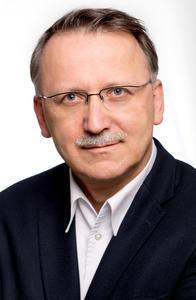 PrintoLUX® Geschäftsführer Hermann Oberhollenzer und sein Team haben nicht nur ein valides Verfahren zur Herstellung von industriell eingesetzten Kennzeichnungen erfolgreich im Markt platziert. Sie bekommen nun von Konzernkunden sogar bestätigt, mit ihrem Verfahren einen neuen Industrie-standard gesetzt zu haben