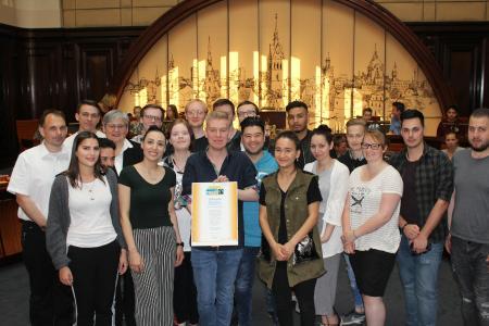 Bild von der Übergabe der Auszeichnung / Fotocopyright: Landeshauptstadt Hannover