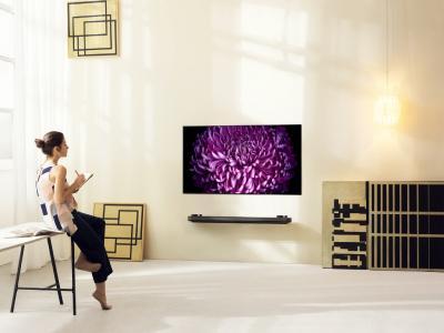 Bild LG SIGNATURE OLED TV W Lifestyle 01