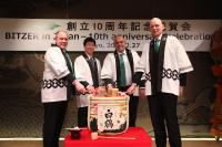 The traditional sake ceremony which kicked off the anniversary celebration (from left to right): Rainer Große-Kracht (BITZER CTO), Seiichiro Chigusa (President of Nissin Refrigeration & Engineering Ltd.), Gianni Parlanti (BITZER CSMO) and Ferdinand Spannan (Managing Director of BITZER Japan) / Photo: BITZER
