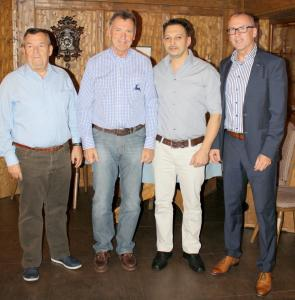 Mitarbeiterehrung bei Steinmeyer. Von links nach rechts: Rudolf Renner, Bernd Danielzik,  Ali Ilhan und Dr. Manfred Münch