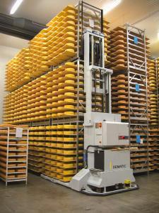 Fahrerlose Transportsysteme von Dematic automatisieren die Käseproduktion. (Foto: Dematic)