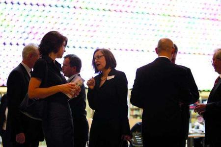 Preisträger und Sponsoren tauschen sich über Förderpreise und Kooperationsmöglichkeiten aus.