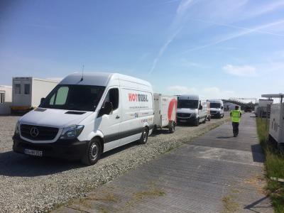 Insgesamt sechs mobile Heizzentralen kamen zur Teewassererwärmung zum Einsatz (Bild:  Hotmobil Deutschland GmbH)