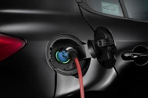 Continental beweist Systemkompetenz für Elektrofahrzeuge, Leistungsstarke hauseigene Engineering-Gesellschaft baut Versuchsträger auf, 40 Serienkomponenten in Fahrzeug eingebaut und vernetzt