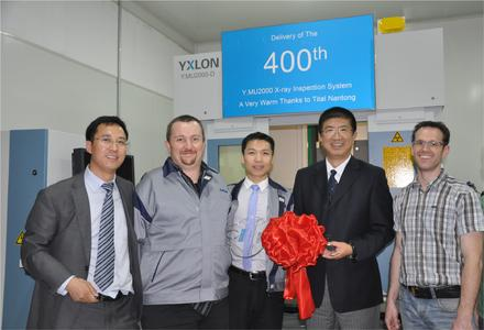 Delivery of the 400th Y.MU2000 at TITAL in Nantong: (from l. to r.) Jockey Chen (Sales Manager YXLON NDT South China), Sebastian Hauers (Quality Assurance TITAL Nantong), Xing Zhong (Vice President TITAL GmbH and General Manager TITAL Nantong), Wang Jinsong (General Manager YXLON China), Kai Wasmund (Production Manager TITAL Nantong)