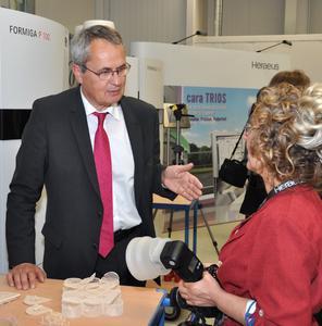 Dr. Martin Haase (Geschäftsführer Heraeus Dental) bei der Einweihung der neuen Produktionshalle für digitale Prothetik bei Heraeus in Hanau (Foto: Heraeus)