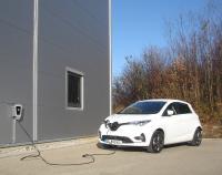 Der ZOE bekommt den Strom vorrangig aus der eigenen Photovoltaikanlage