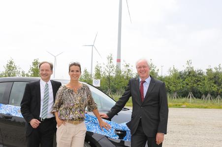 Wirtschaftsminister Sven Morlok, Katarina Witt und Werkleiter Manfred Erlacher, Foto: Martin Klindtworth
