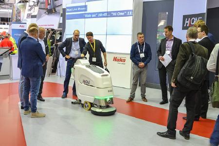 Die Zukunft der Reinigungstechnik: Auf der Interclean präsentierte Hako den aktuellen Entwicklungsstand der autonomen Reinigung.