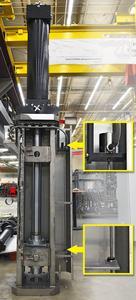 Aus Redundanzgründen ist ein zweiter explosionssicherer Wegaufnehmer getrennt von den beweglichen Komponenten installiert. Das kleine Foto oben zeigt den Sensorkopf, das Foto unten den magnetischen Positionsgeber