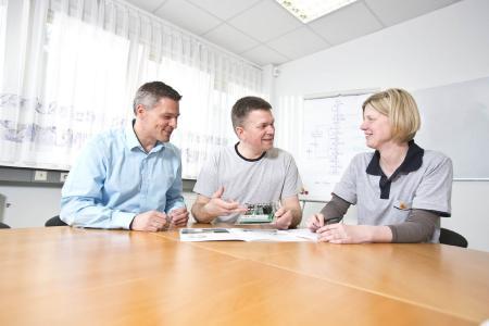 Teamarbeit ist bei EPH-elektronik wichtig und sorgt für verlässliche und anspruchsvolle Lösungen im Bereich der elektronischen Antriebstechnik.